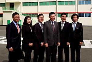 Chazen Korea student organizers with Mr. Shin